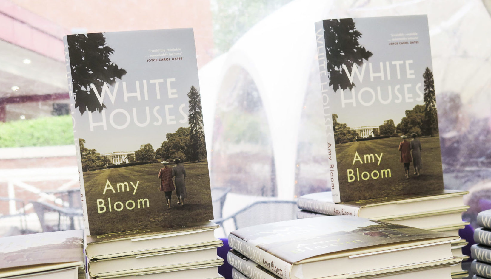 Book & Bottle #NovelPairing: White Houses